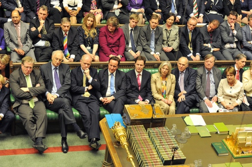 exercice 5 (niveau avancé): repérez les 2 ministres non Conservateurs au 1er rang